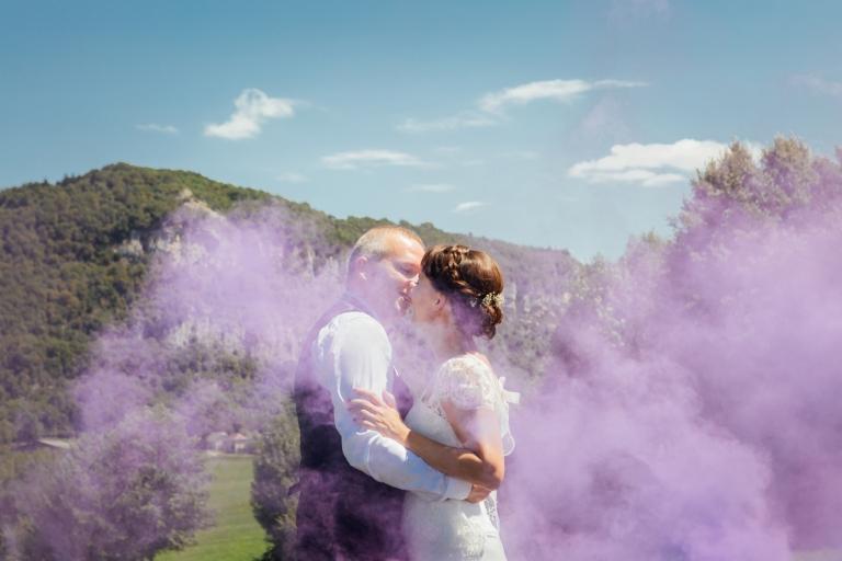 Mariage photos de couple avec fumigène