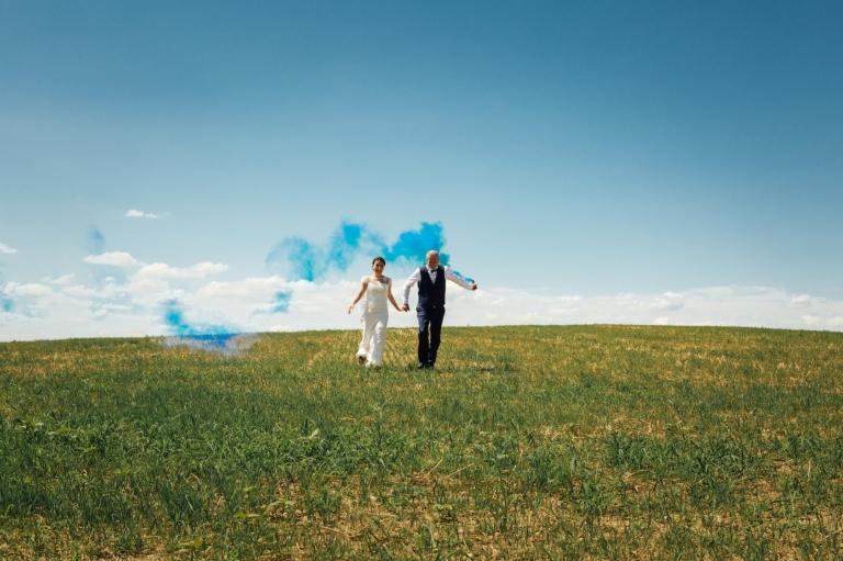 Image mariage dans un pré